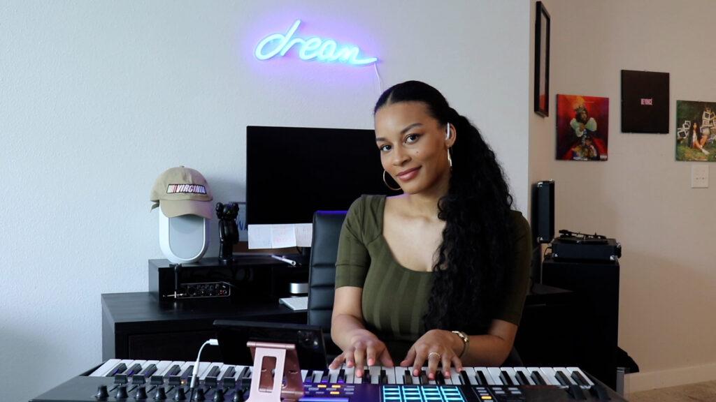 Kiana Janae on piano